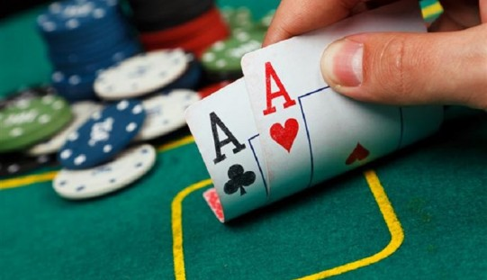 Benefits of playing online poker games