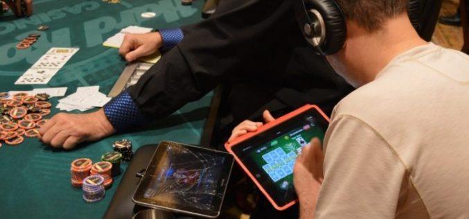 Online Poker vs. Live Poker