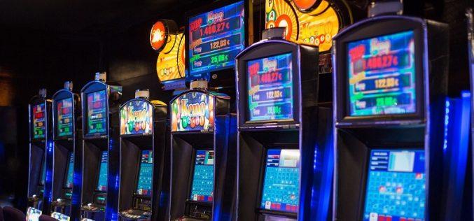 Advantages Of Playing Casino Slot Machine Online Betting